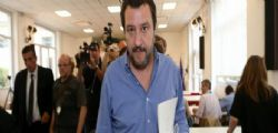 Matteo Salvini a Macron : Hai cuore? Domani ti do 9mila migranti