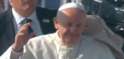 Cile : Papa Francesco colpito da un oggetto lanciato dalla folla