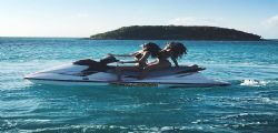 Bella Hadid e Emily Ratajkowski sexy alle Bahamas