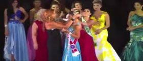 Brasile, botte tra miss: La seconda classificata non ci sta e ruba la corona a Miss Amazzonia