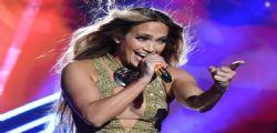 Forever young! Jennifer Lopez in costume a 50 anni è super sexy