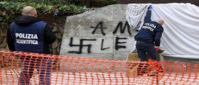 Rapimento Aldo Moro, lapide commemorativa imbrattata con svastiche : Morte alle guardie