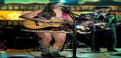 Kacey Musgraves  cerca di coprirsi il lato B Grammy 2014