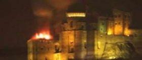 Torino, il tetto del convento Sacra di San Michele va a fuoco : Il monumento è simbolo del Piemonte