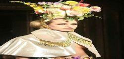 Londra : La modella Alice Dellal senza veli in passerella!