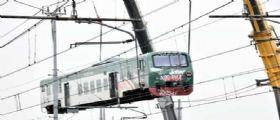 Incidente ferroviario a Pioltello, rimossi i primi vagoni : La zeppa di legno nel mirino dei Pm