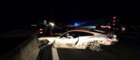 Autostrada A1 Napoli-Roma, sbanda una Porsche nella notte : Muoiono due giovani