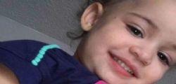 Babysitter brucia le natiche alla bimba per punirla .. la piccola Aniyah muore