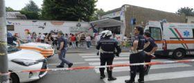 Milano, bimbo di 8 anni investito sulle strisce davanti scuola da una moto : E