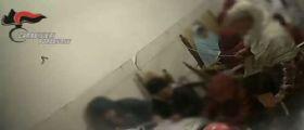 Pordenone/ il video choc : Maestra abusiva insegna Corano e Arabo picchiando bimbi