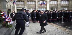 Parigi : Attentatore ucciso davanti commissariato