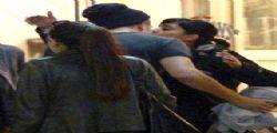 Robert Pattinson Bacia una ragazza a Toronto - FOTO