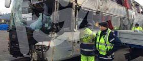 Autobus si ribalta sull