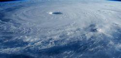 Tifone Trami Giappone : due morti e 750mila case senza elettricità