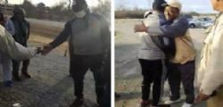 Trenton Lewis fa18 km a piedi per andare al lavoro ogni giorno: i colleghi gli regalano un