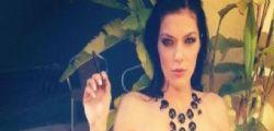 Adrianne Curry senza veli  in bagno : Il mio corpo è un
