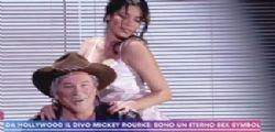 Il ballo bollente! Aida Yespica sexy come Kim Basinger per Mickey Rourke