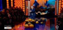 Mario Giordano prende a mazzate le zucche di Halloween: Voglio festeggiare Ognissanti!