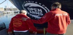 Umanità impone sbarco urgente di tutti! Open Arms, in 13 evacuati per motivi medici