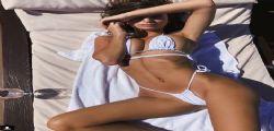 Ma ha sbagliato taglia! Emily Ratajkowski in un bikini esageratamente piccolo