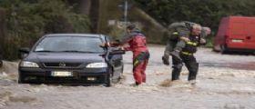 Allerta Maltempo : Piogge e allagamenti in Lazio, gente sui tetti nuova allerta anche in Liguria e Piemonte