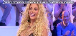 Viva la libertà! Francesca Cipriani censurata a Pomeriggio 5 si spoglia in diretta
