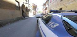Roma : Getta il cane dal 7° piano e poi aggredisce gli agenti
