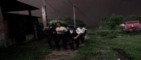 Guatemala, il vulcano del Fuego erutta : Salgono a 25 i morti, migliaia gli sfollati