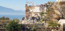 Torre Annunziata - Crolla un palazzo : 8 dispersi