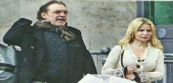 Nino Frassica paparazzato con la bella Barbara Exignotis