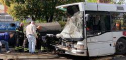 Bus contro albero, indagini per lesioni