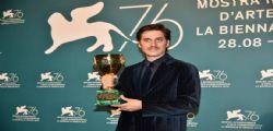 A Venezia Luca Marinelli miglior attore : Dedico il premio a chi salva vite in mare
