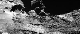 Cometa 67P: un viaggio tra le immagini di OSIRIS