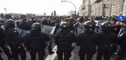 Senegalesi di Firenze si autotassano per riparare le fioriere danneggiate durante la protesta