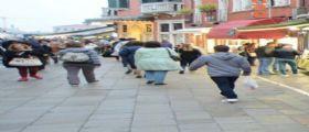 Venezia, anziano 84enne preso a pugni da un turista: Involontariamente aveva urtato la fidanzata