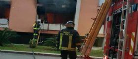 Sabaudia, incendio in una palazzina di due piani : Residente si lancia dal balcone in fiamme