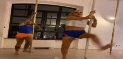Fedez e Chiara Ferragni fanno la pole dance ma lui si infortuna