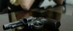 Asti, si spara alla tempia a 25 anni con la pistola del papà : La fidanzata lo aveva lasciato