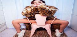Annalisa Scarrone bomba sexy con lo spacco vertiginoso