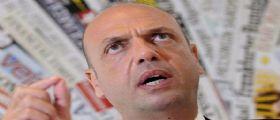 Migranti, ministro Alfano : Dalla Ue nessuna solidarietà, ci hanno tirato un bidone
