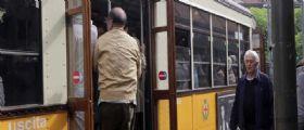 Milano : Autista del tram preso a calci e pugni da 2 passeggeri
