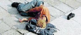 Venezia, senzatetto pestato a sangue e gettato in laguna : Passante assiste alla scena e chiede aiuto