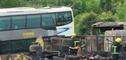 Terribile incidente in Cina, bus contro camion: 36 morti