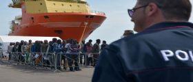 Sbarcati a Salerno 1.017 migranti : 150 restano in Campania