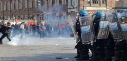 Fiom a Torino : Scontri al corteo contro la Manovra