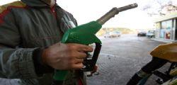 Sale prezzo Benzina con aumento petrolio : sopra 1,6 euro