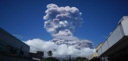 Erutta il vulcano Mayon nelle Filippine : oltre 40mila persone evacuate