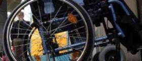 Professore in carrozzina per sclerosi multipla senza stipendio : Pensano che non sia capace di insegnare!