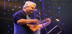 Lutto nel mondo della musica! L'amato cantautore Daniel Johnson morto per un arresto cardiaco