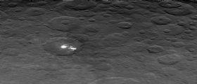 Dawn svela la superficie di Cerere ma il mistero dei Bright Spots continua